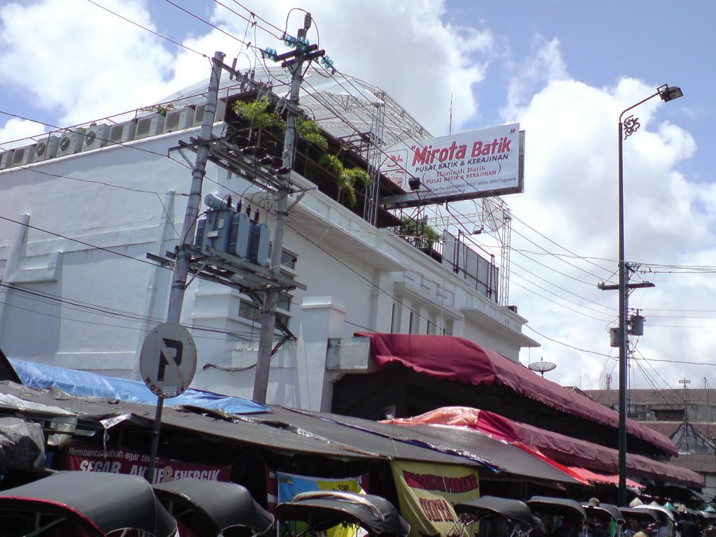 Penampakan Mirota Batik (sumber : Google)