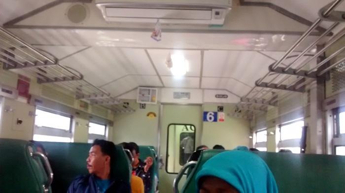 bagian dalam kereta api sibinuang, Full Music dan Full AC