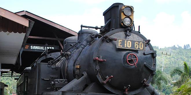 kereta api pengangkut batu bara di Sawahlunto (sumber : Mbah gugel)