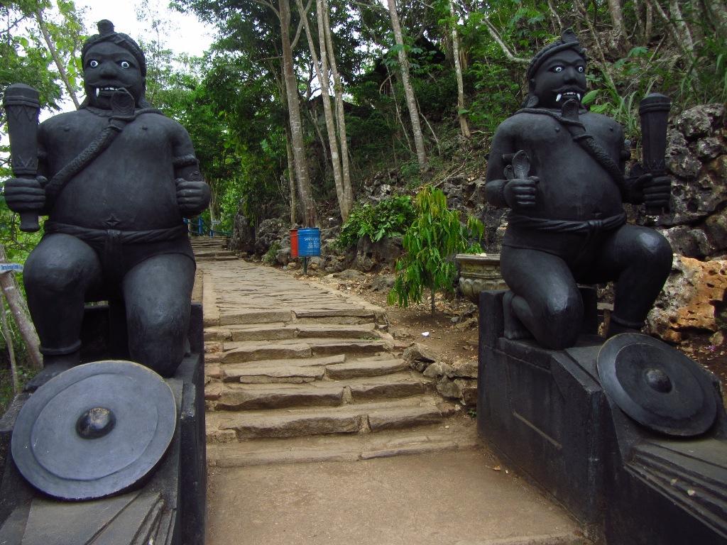 Gapura Masuk Goa Gong