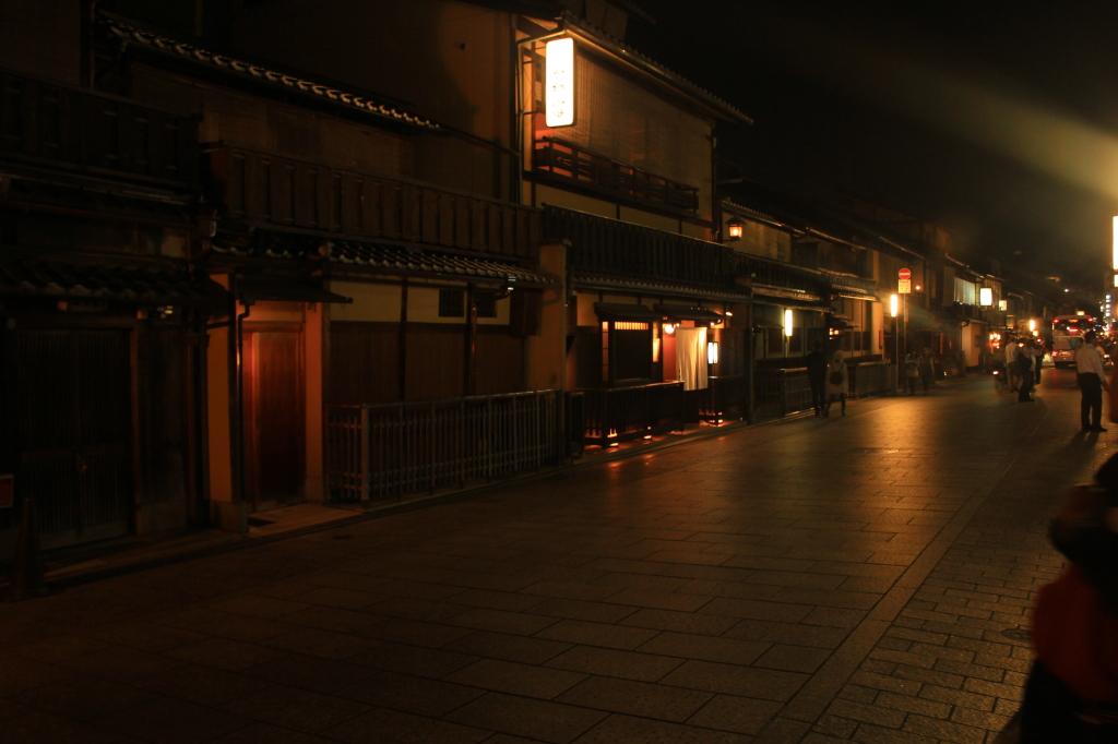 Suasana remang-remang Gion