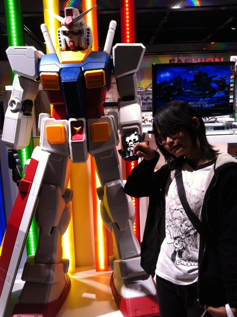 Sebelum pulang, pamit dulu sama mbah Gundam