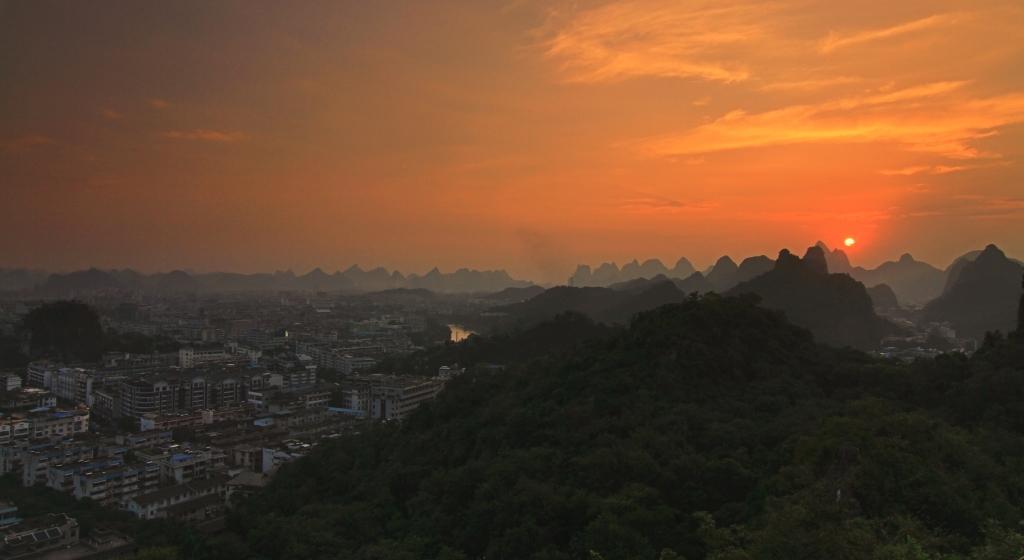 Sunset dari bright moon peak