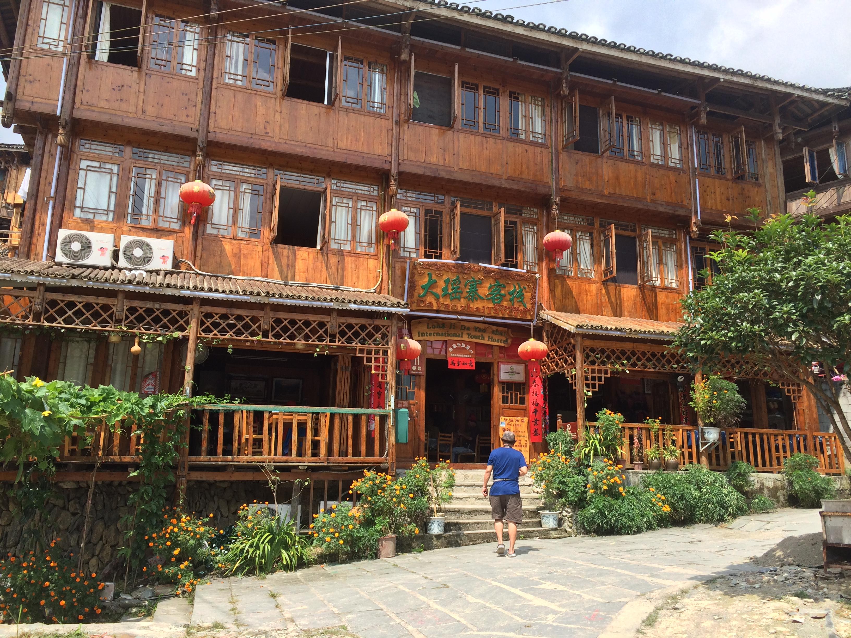 Hostel di desa Jingkeng tempat kami menunggu makan siang ( karena ayamnya harus ditangkep dulu)