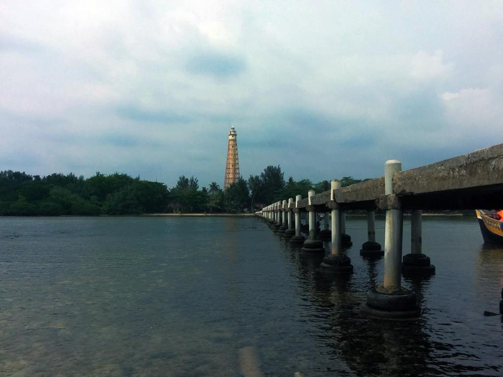 Mercusuar di Pulau Biawak terlihat dari kejauhan