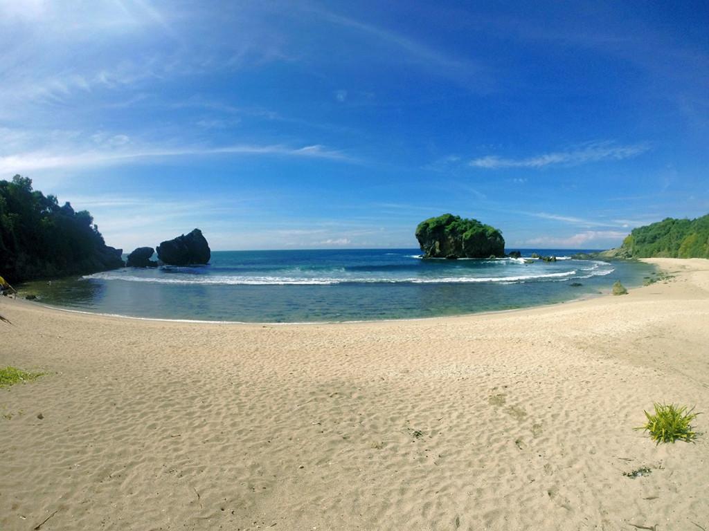 deburan ombak pantai jungwok