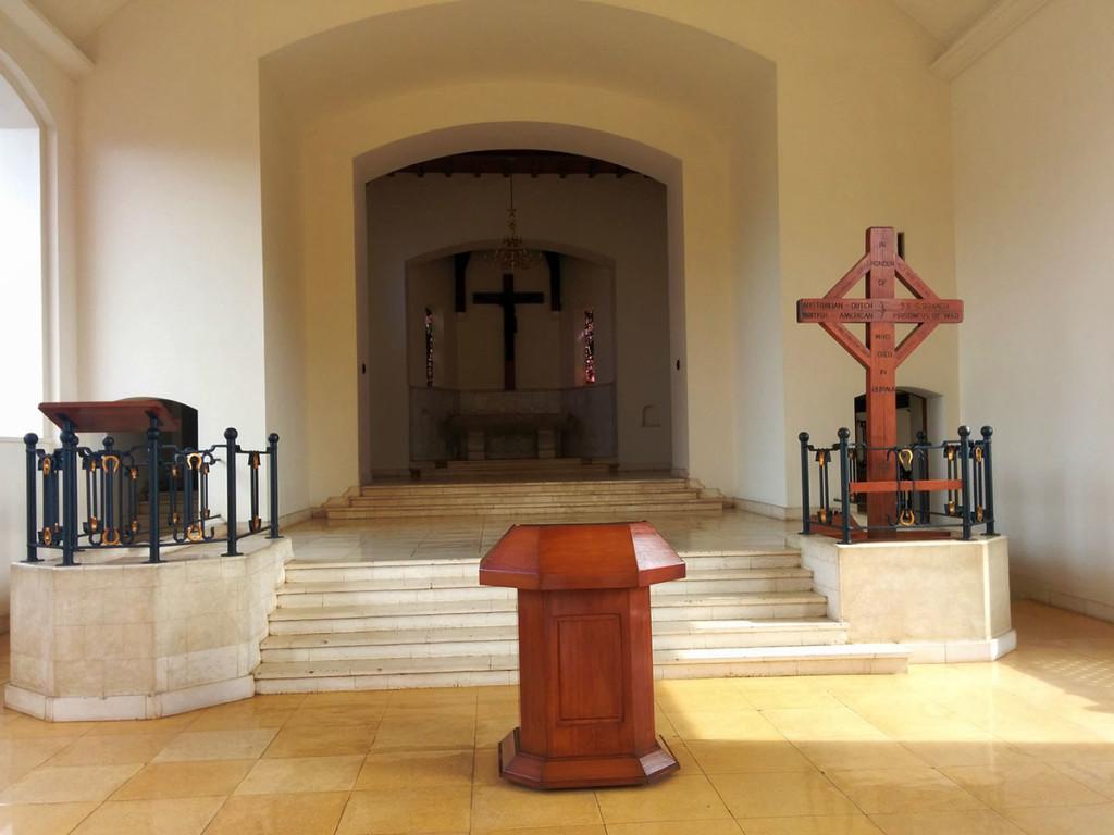 interior gereja ereveld menteng pulo