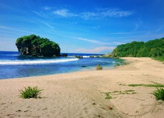 pantai jungwok serasa pantai pribadi