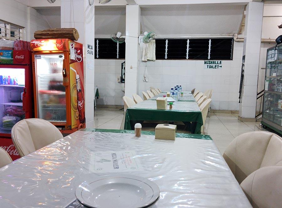 suasana rumah makan H moerad