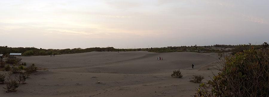 Penampakan hamparan pasir yang luas di Gumuk Pasir Parangkusumo