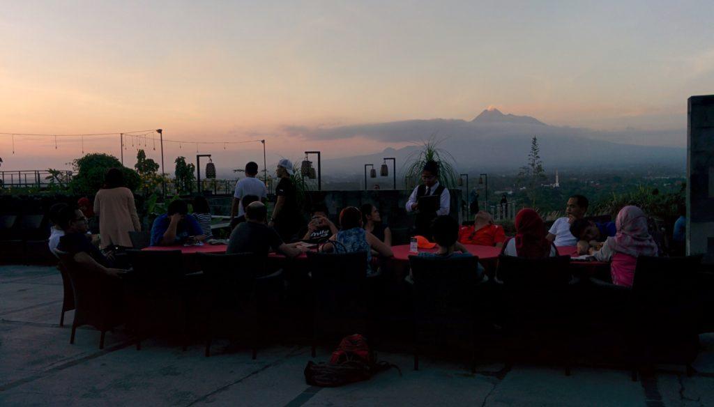 Suasana makan di Abhayagiri Restaurant