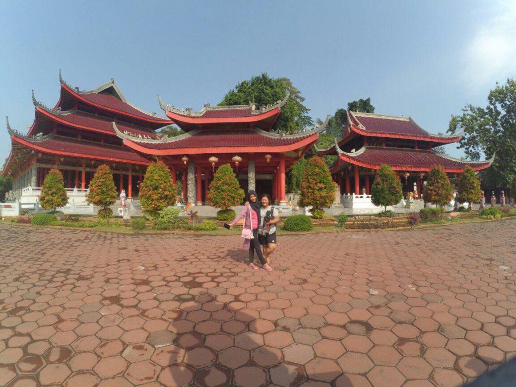 Bersama Fira Sang teman/tukang ojeg/tour guide